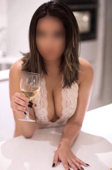 Deja de lado los tabúes para disfrutar y conseguir altos ingresos de escort.